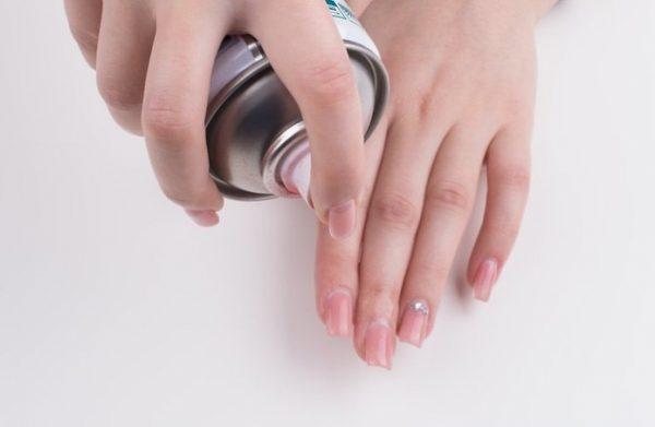 Высушивание лака для ногтей при помощи спрея