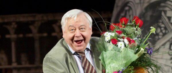 Актер на сцене театра МХАТ