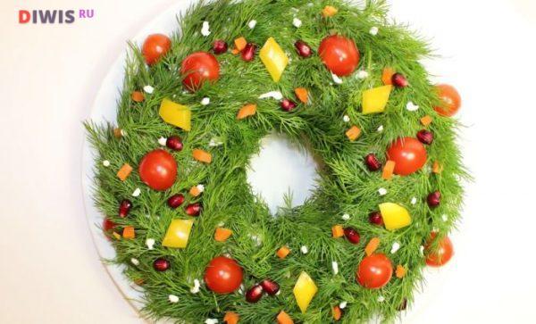 «Рождественский венок» — легкий салат без майонеза с тунцом