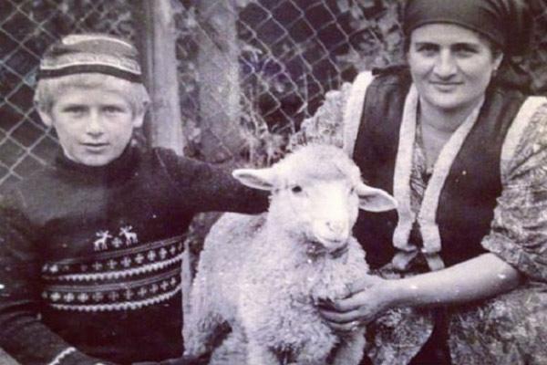 Рамзан Кадыров в детстве с мамой