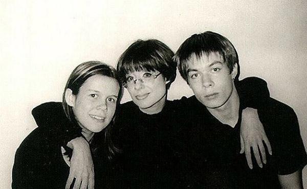 Стас в юности со своей мамой Илоной Броневицкой и сестрой Эрикой