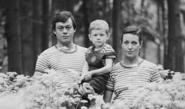 Н. Караченцев с женой Людмилой Поргиной и сыном в молодости