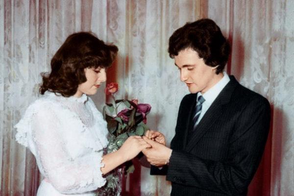 С первой женой во время свадебной церемонии