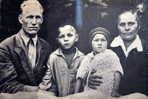 Детские фото актера