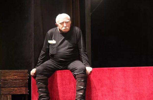 Армен Борисович на сцене театра