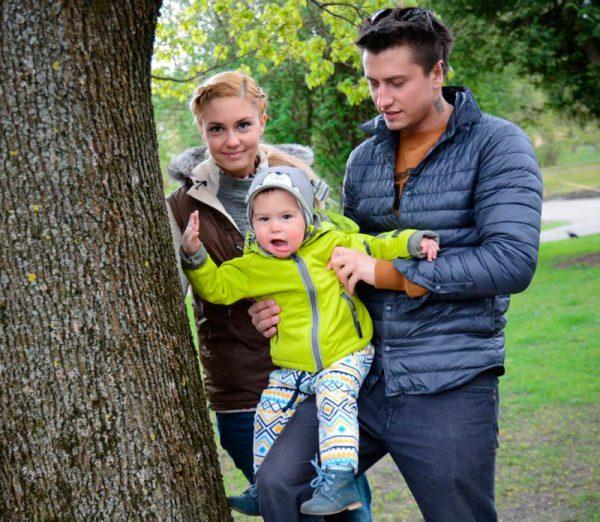 На прогулке с семьей