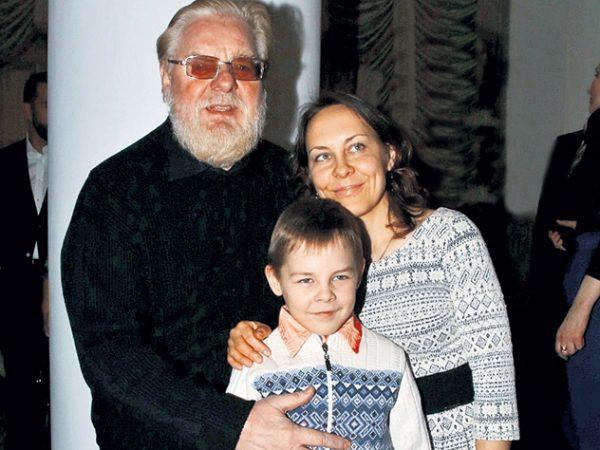 Валентин Дикуль с женой и с сыном