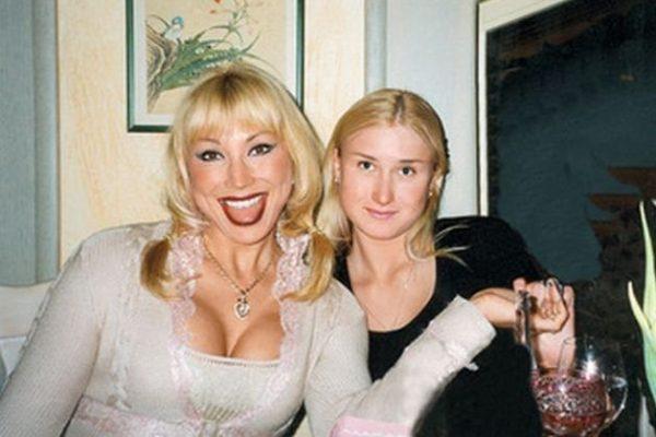 Распутина со старшей дочерью Лидией