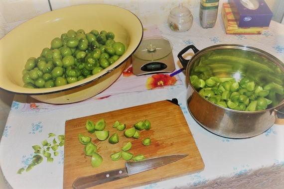 Готовим Изумрудный салат из зеленых помидор на зиму