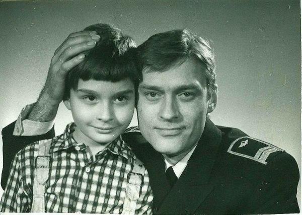 Актер в молодости со своим сыном