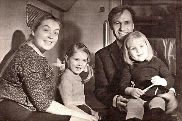 С мужем Василием Шукшиным и дочерьми