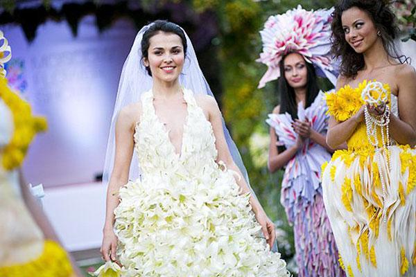 Во время свадьбы невеста несколько раз меняла наряд