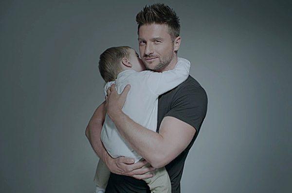 Лазарев показал своего сына в новом клипе