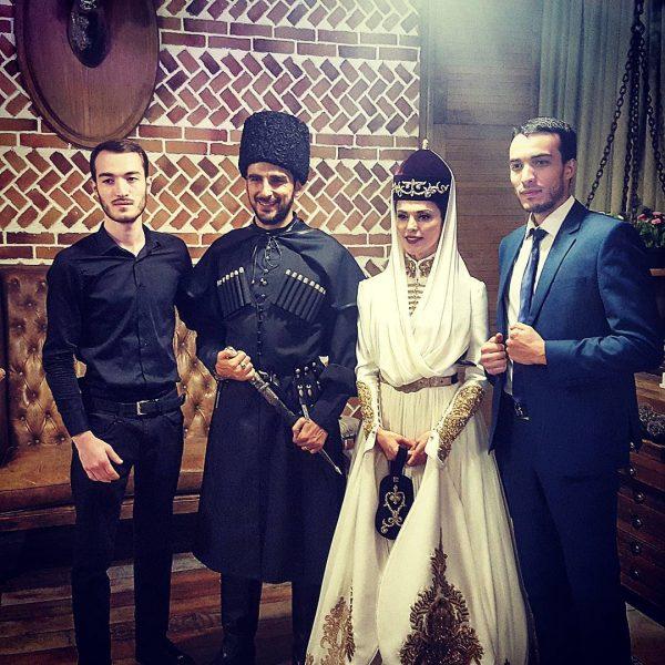 Сати со своим мужем и братьями