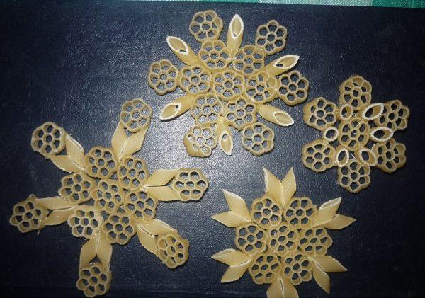 Схема снежинок из макарон