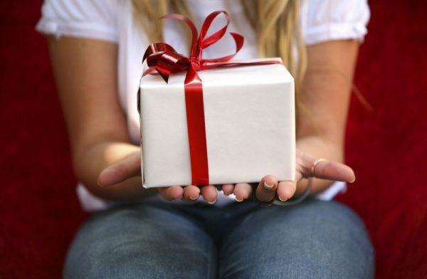 Что подарить на 14 февраля парню: недорогие варианты подарков