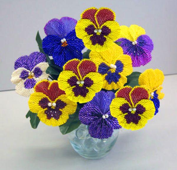 Яркие цветы из бисера
