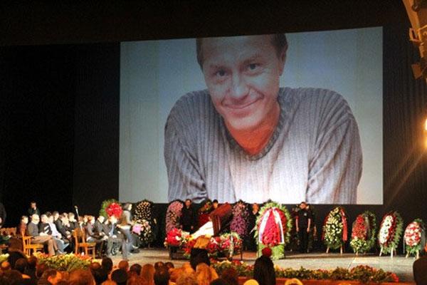 Фото из похорон известного актера