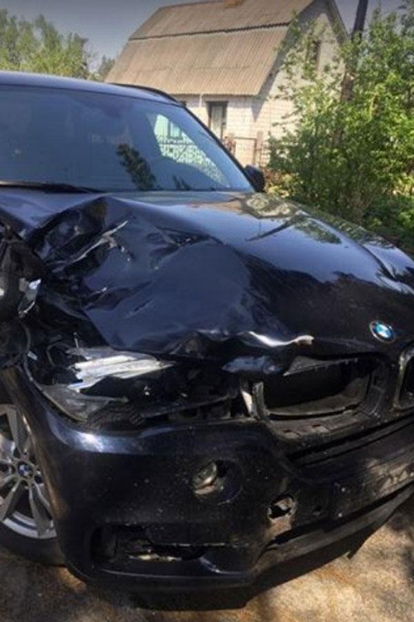Разбитый автомобиль после произошедшего ДТП