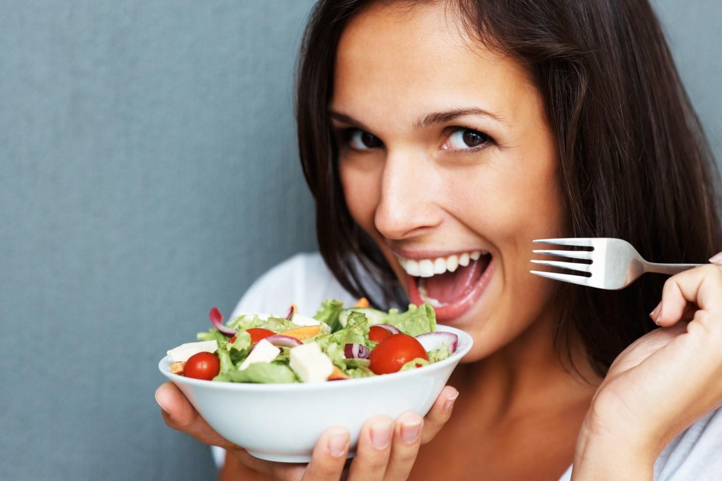 Салат с капустой или из капусты отлично сжигает лишние калории