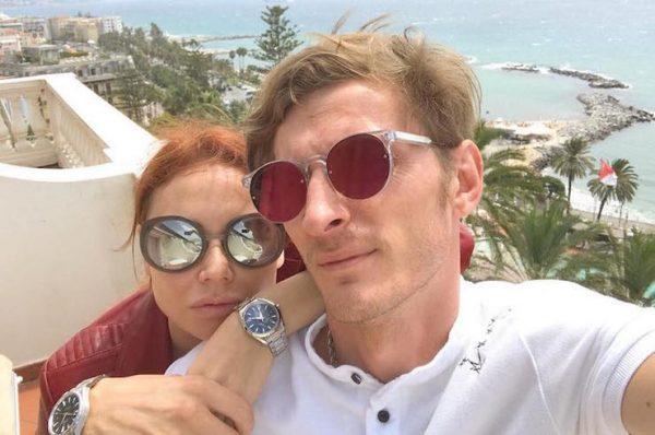 Супруги часто путешествуют вместе