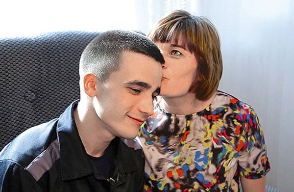 Сергей Семенов со своей мамой