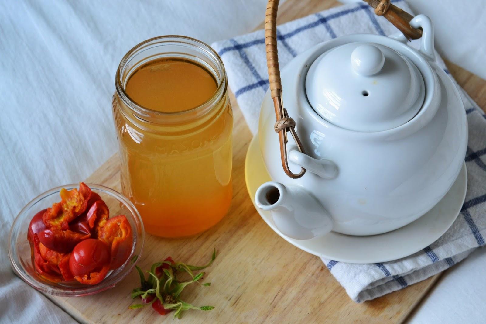 Приготовить чай из плодов шиповника достаточно просто