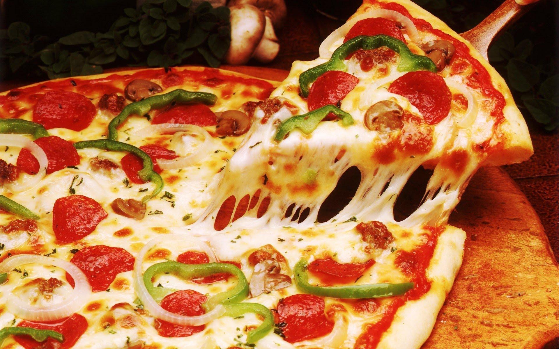 Пицца - любимая горячая закуска