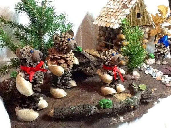 Семья медведей в осеннем лесу