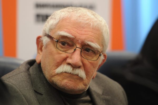 Армен Джигарханян подал на развод