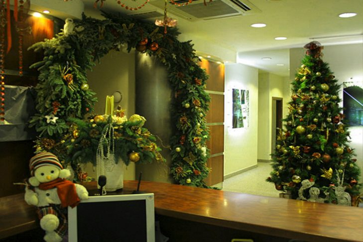 Традиционное украшение офиса на новый год 2018