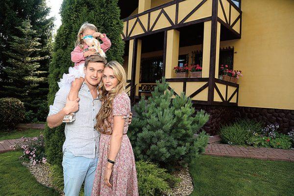 С любимой женой и дочерью