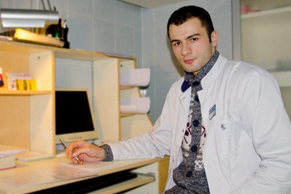 Константин Гецати работает врачом-урологом