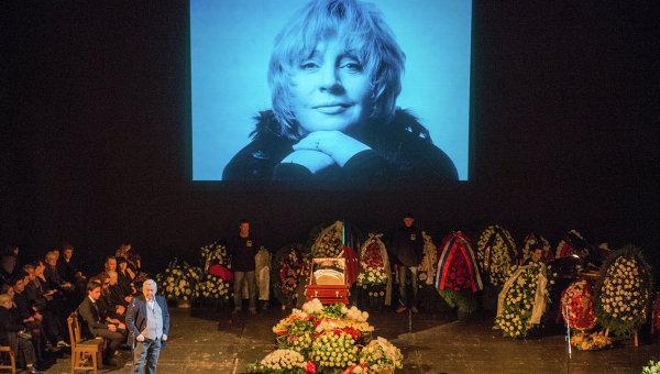 Фото из похорон известной актрисы Марины Голуб