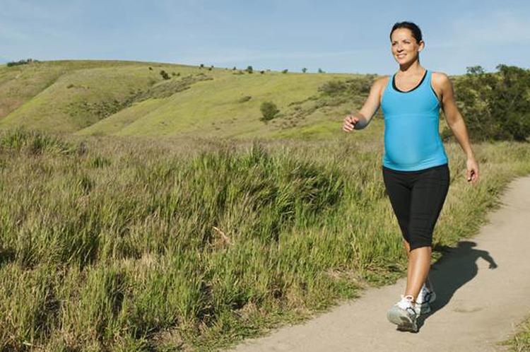 Прогулки на свежем воздухе помогут не только в очищении кишечника, но и станут мощным толчком к общему оздоровлению