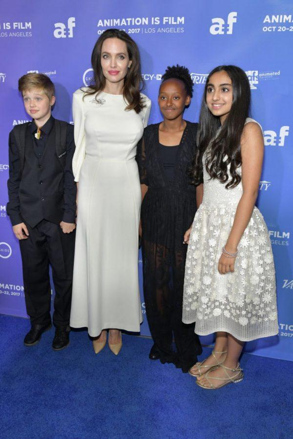 Новый выход Анджелины Джоли с детьми после развода