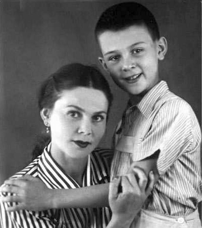 Муслим Магомаев с мамой Айшат