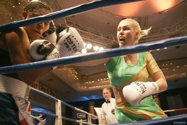 Наталья Рогозина во время боя