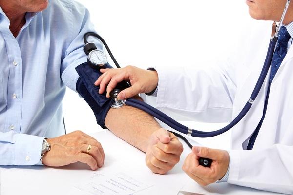 Рябину черноплодную рекомендуют принимать при артериальной гипертензии
