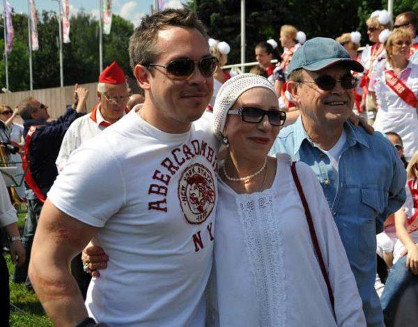 С мужем и единственным сыном