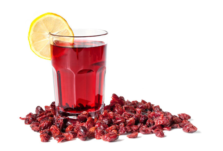 Как приготовить целебный морс из плодов шиповника знает каждая хозяйка
