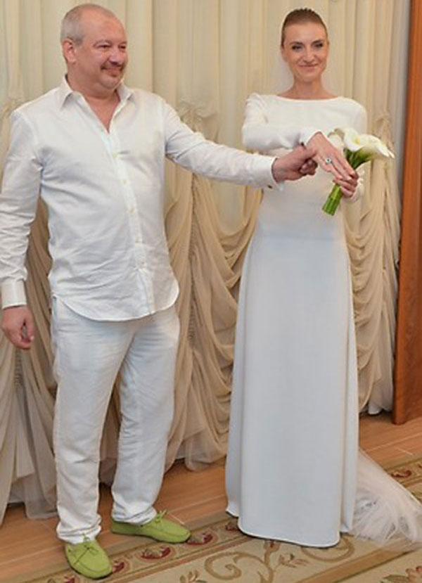 Дмитрий Марьянов со своей женой Ксенией на свадебной церемонии