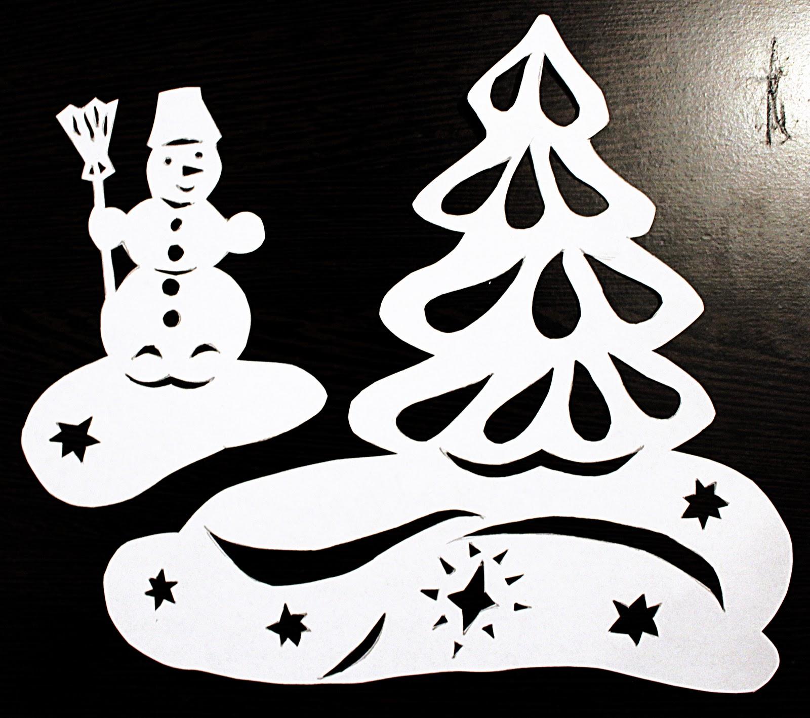Для новогоднего украшения окон можно использовать специальные наклейки