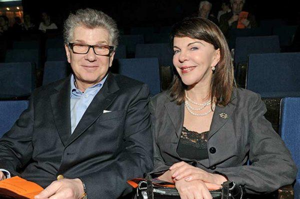 Со второй женой Консуэло де Авиланд