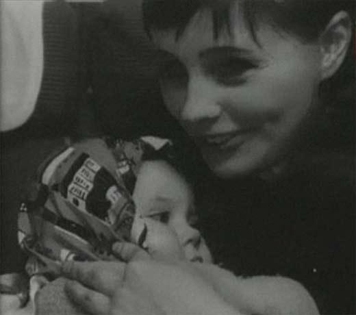 Фото актрисы с новорожденным сыном