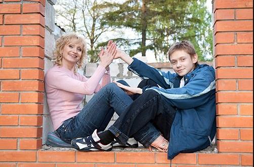 На фото актриса с сыном