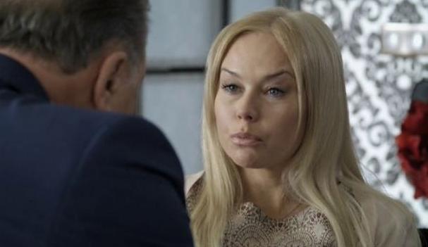 Елена Корикова злоупотребляет спиртными напитками