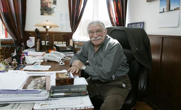 Армен Джигарханян на протяжении многих лет управляет театром