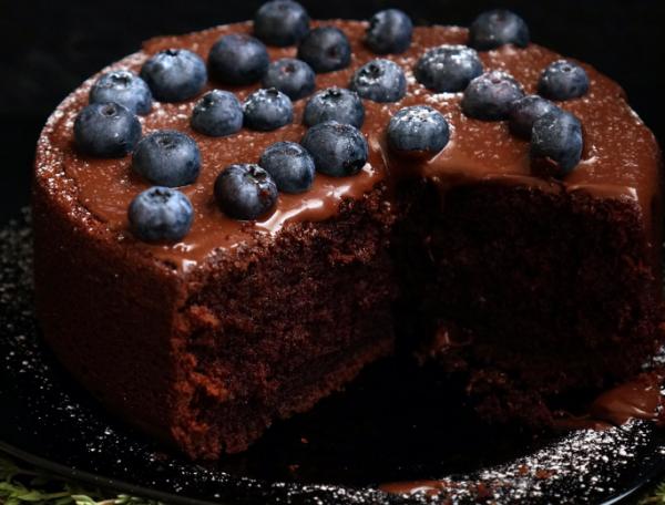 По желанию приготовленный десерт можно украсить ягодами