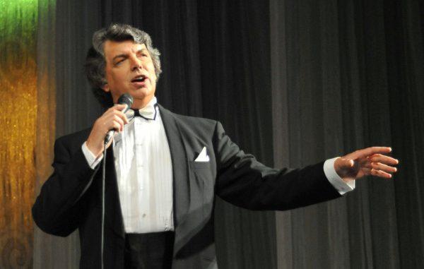 Сергей Захаров во время своего выступления